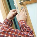 Contratação de serviço de chaveiro em